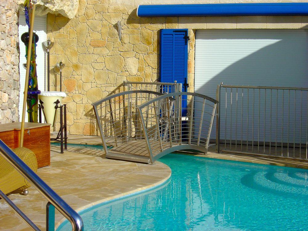 Passerelle piscine